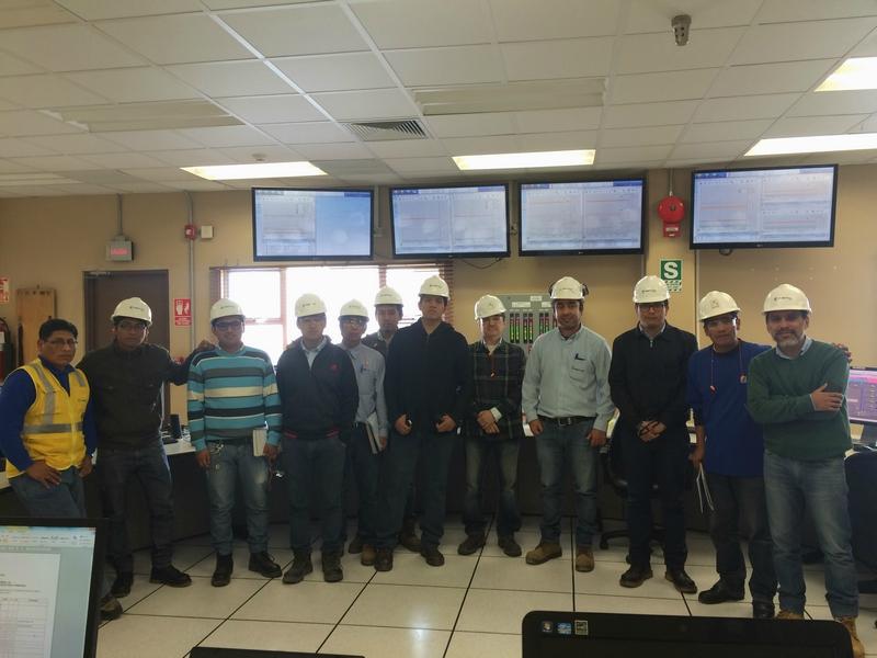 Alumnos de la UNI visitan Fenix Power