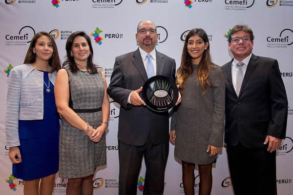 Perú 2021 otorgó a Fenix el Distintivo Empresa Socialmente Responsable