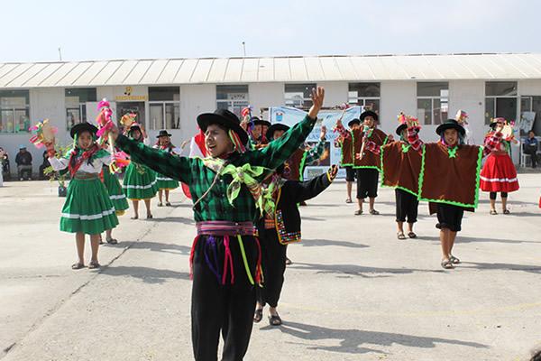 Trabajando por la educación en Las Salinas