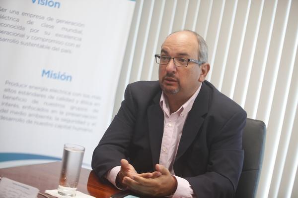 """Entrevista a Juan Miguel Cayo: """"Hay que limpiar las tarifas eléctricas de subsidios que no son tan"""