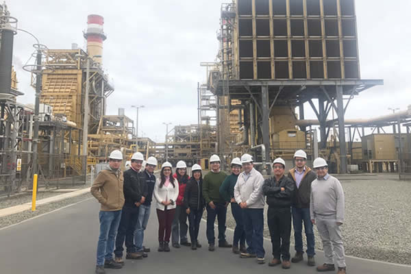 Alumnos de la Universidad Católica visitan Fenix