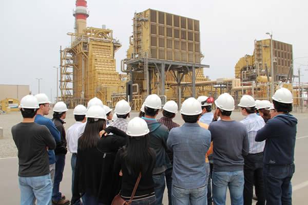 Alumnos de postgado de la PUCP visitaron la central termoeléctrica de Fenix Power